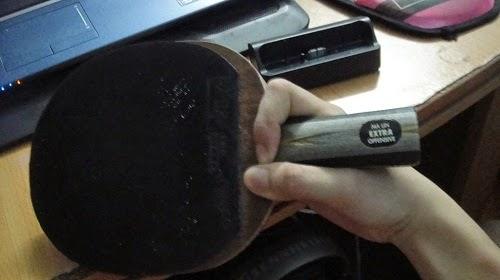 cách điều chỉnh lực ngón tay khi cầm vợt dọc1