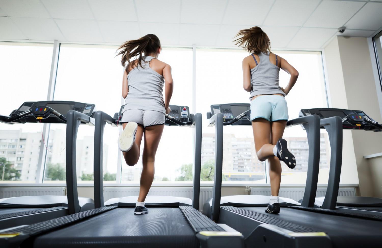 Chạy bộ chân trần trên máy chạy bộ là như thế nào?