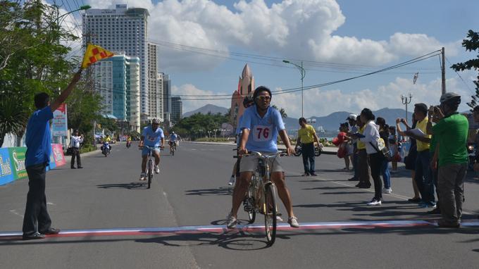 Đua xe đạp đôi Nha Trang
