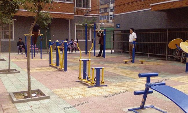 Dụng cụ thể thao ngoài trời tại công viên khu tập thể 2