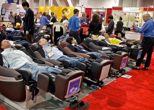 dùng thử ghế massage tại hải phòng