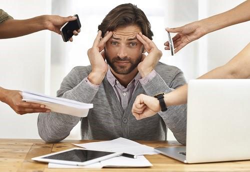 ghế massage giúp giảm đau đầu căng thẳng