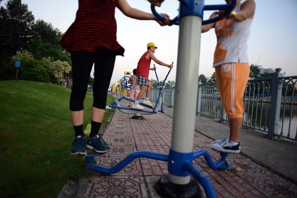 Khỏe hơn mỗi ngày nhờ máy tập thể dục miễn phí ở công viên