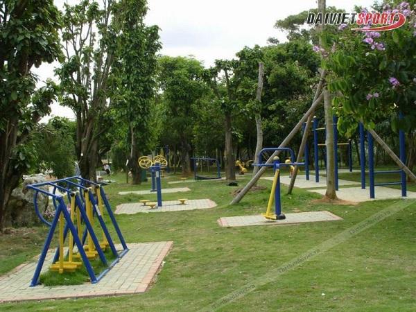 lắp đặt dụng cụ thể thao ngoài trời tại Công viên