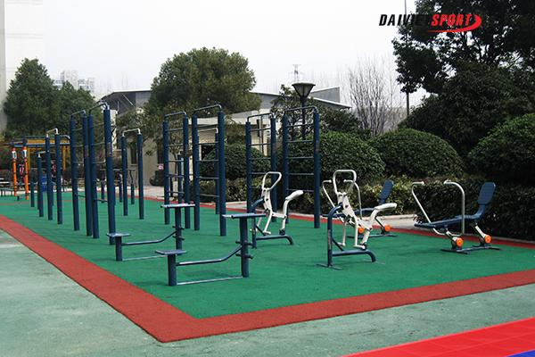 Luyện tập với máy thể dục ở công viên thế nào cho đúng?