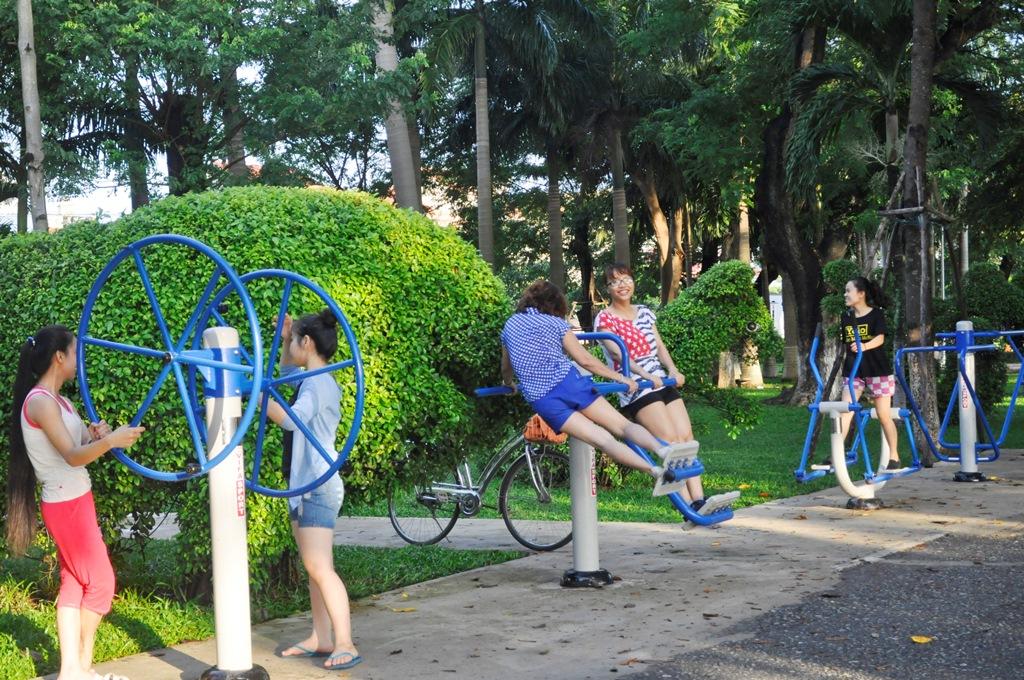 Các bài tập thể dục nào phổ biến ở công viên