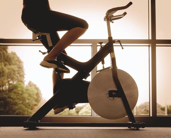 tại sao nên sử dụng xe đạp tập