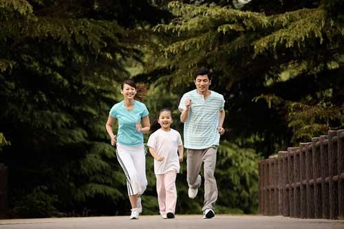 tâp thể dục cùng gia đình