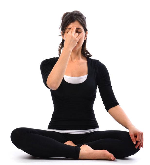 tư thế ngồi đơn giản trong yoga