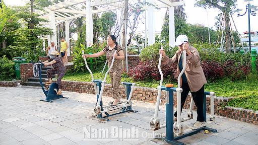 Review máy tập đi bộ lắc tay của Đại Việt Sport